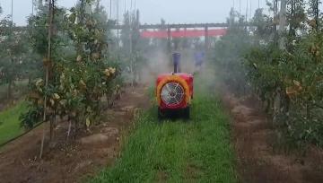 Raspršivač na daljinsko upravljanje za voćnjake